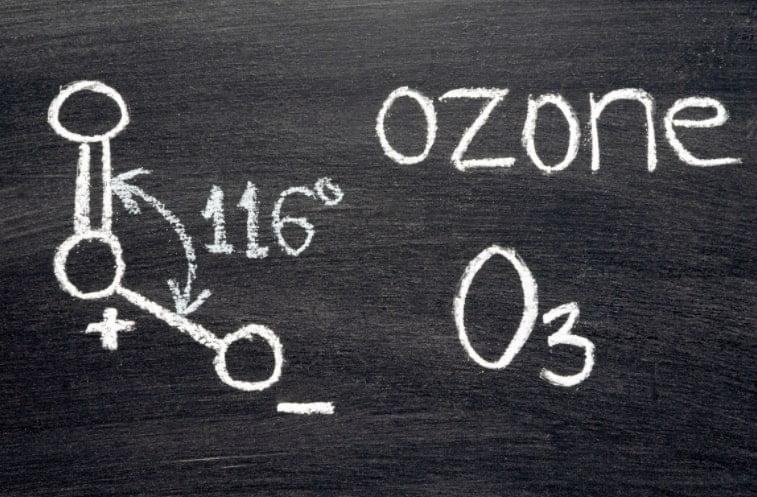 formula ozono su lavagna